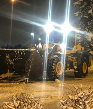 Snow & Ice - Loader Volvo L70 w: 7 yard Snow Bucket